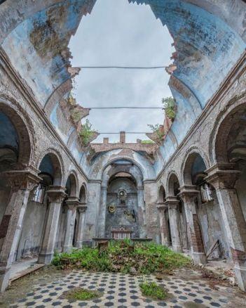Chiesa abbandonata in Italia