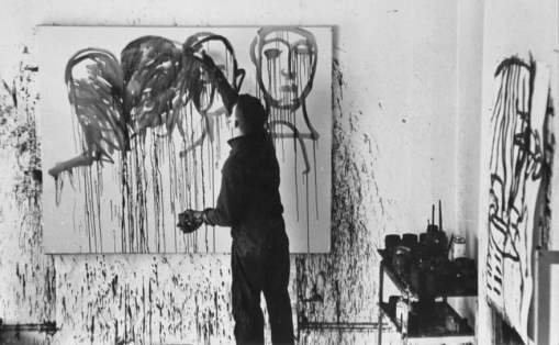 Lester Johnson dimostra la sua tecnica nel suo studio in 10th Street, 1961