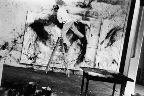Norman Bluhm nel suo studio loft 4th Avenue, 1961