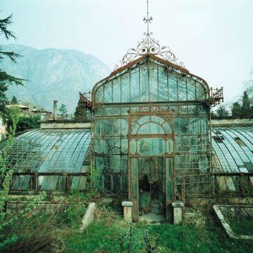 Serra in stile vittoriano abbandonata, Villa Maria, nel nord Italia vicino al lago di Como. Foto scattata nel 1985 da Friedhelm Thomas