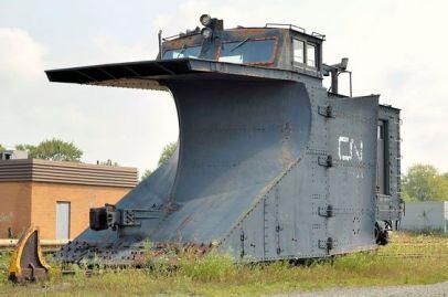 Spazzaneve canadese abbandonato del cuneo ferroviario nazionale (di Bucker) - Stratford, contea di Perth, Ontario
