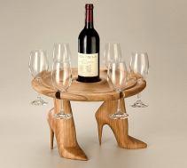 Tavolino con le scarpe