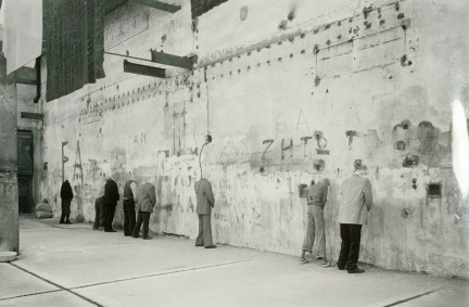 """Vlassis Caniaris, Urinals of History, 1980, installation view at """"Hélas-Hellas"""" (The painter and his model), 1980 at the old Fix Brewery, Athens"""