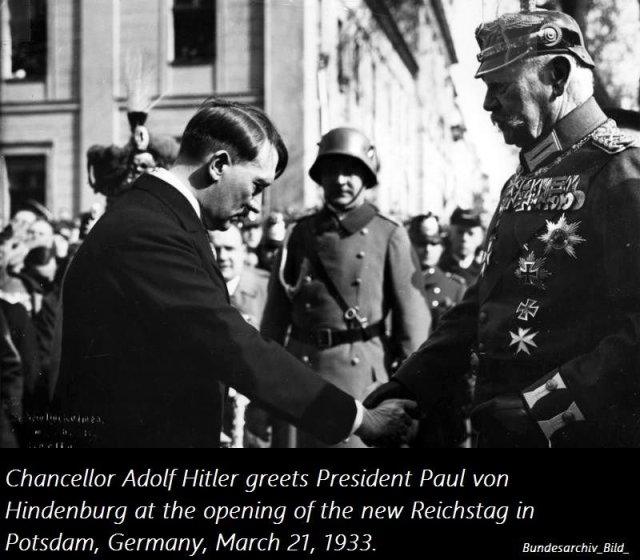 29 gennaio 1933. Il presidente tedesco von Hindenburg nomina Hitler cancelliere