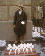 David Hammons vende palle di neve fuori dal Cooper Union, New York City