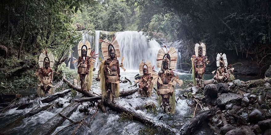 Cascata del Monte Bosavi, Papua Nuova Guinea. Fotografia di Jimmy Nelson