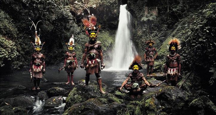 Huli Wigmen, Ambua Falls, Tari Valley, Papua Nuova Guinea. Fotografia di Jimmy Nelson