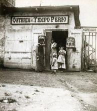 Osteria del Tempo Perso in cui Paul Bourget ambientò la scena di duello in Cosmopolis. Fotografia di Giuseppe Primoli (ca 1895). Roma, Fondazione Primoli