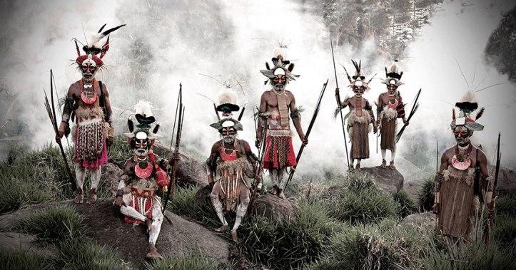 Tribù di Likekaipia nel villaggio di Ponowi, Monti Jalibu, Papua Nuova Guinea. Fotografia di Jimmy Nelson