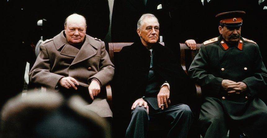 4 febbraio 1945 - Roosevelt, Churchill e Stalin si incontrano a Yalta in Crimea per discutere della fase finale della guerra