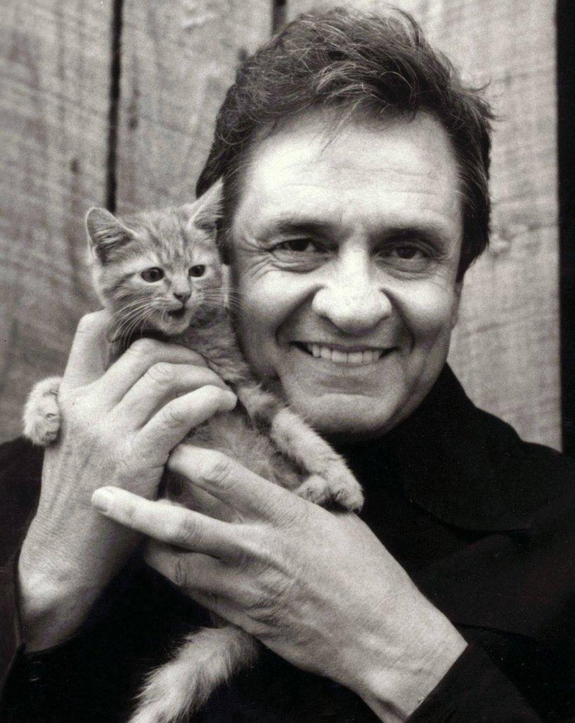 Johnny Cash con un gattino 1983