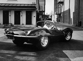 Steve McQueen con la sua Jaguar, 1963