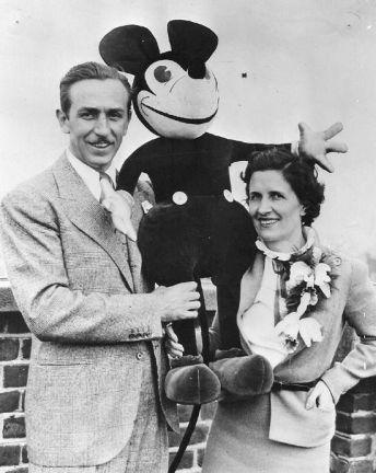 Walt & Lillian Disney con Topolino, 1935