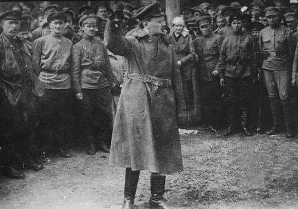 1918 - Trotsky ottiene il controllo dell'Armata Rossa