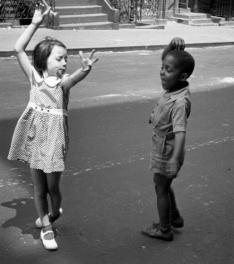 Bambini che ballano sulle strade di New York, 1940