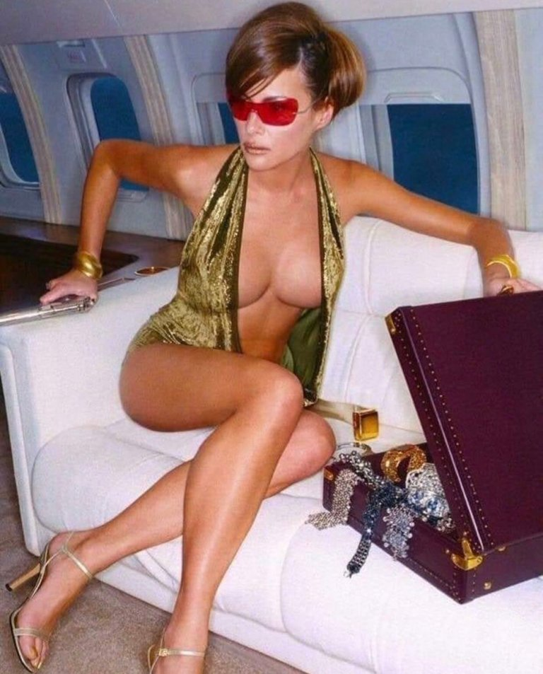 L'ex First Lady Melania Trump per GQ Magazine nel 2001
