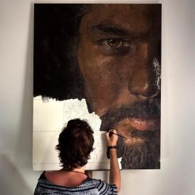 Artist Luiz Escañuela at work