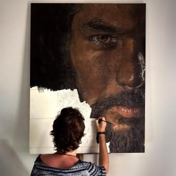 Artist Luiz Escañuela at work
