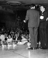 Marilyn Monroe, Elizabeth Taylor e Dean Martin alla festa di compleanno di Frank Sinatra, 1961