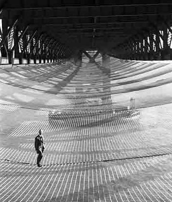 Negli anni '30, una rete di sicurezza mobile posta sotto il Golden Gate Bridge salvò la vita di 19 lavoratori edili