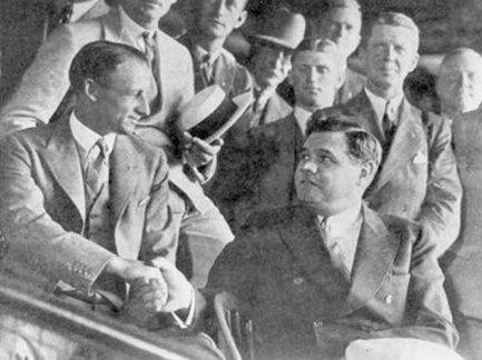 Sir Don Bradman incontra Babe Ruth ad una partita degli Yankees a New York City durante un tour del Nord America nel 1932
