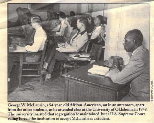 1948, il professore in pensione George McLaurin, primo studente afroamericano ammesso all'Università dell'Oklahoma, costretto a sedersi lontano dagli studenti bianchi