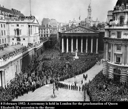 La principessa Elisabetta fu formalmente proclamata regina durante una cerimonia al St James's Palace, a Londra, 1952