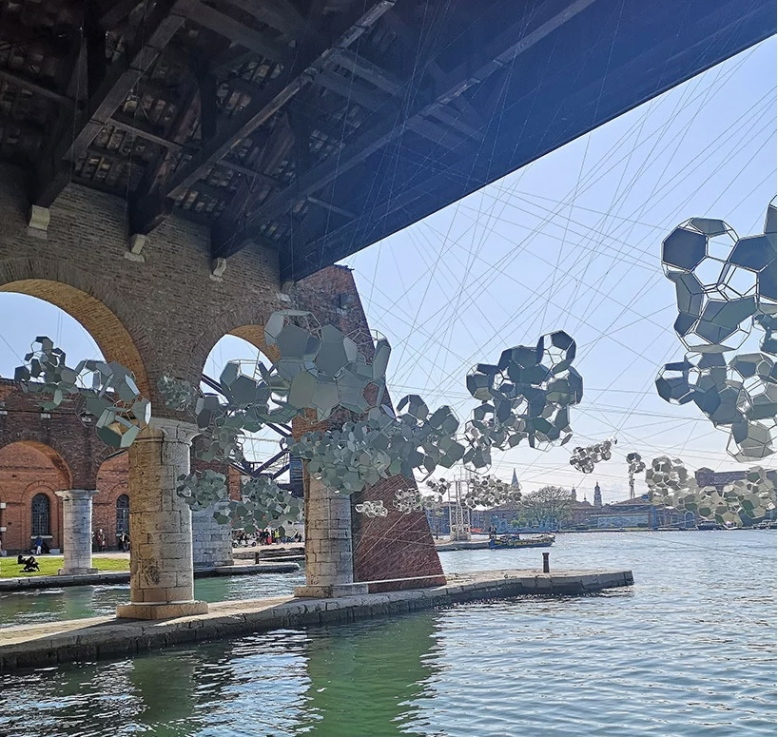 Aero(s)cene by Tomás Saraceno @ Biennale Arte 2019 - The sun draws sound waves in light on the water, reflecting a score in elemental motion image © designboom