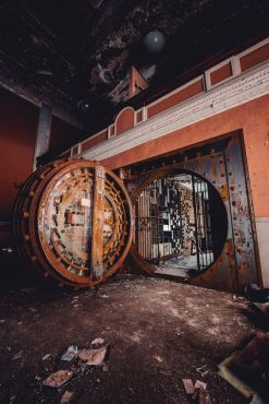 Banca abbandonata in India
