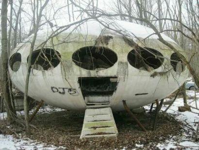 Casa futuristica abbandonata