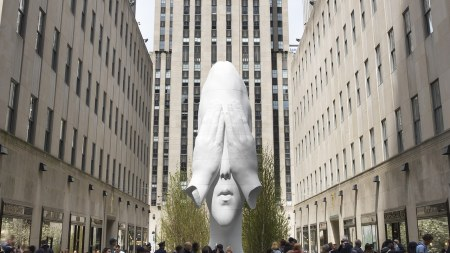Jaume Plensa, Behind The Walls, 2019, Rockefeller Center, New York. Courtesy of the artist and Richard Gray Gallery. © Jaume Plensa Studio. Photo by Christopher Burke Studio. Photo by Christopher Burke. Courtesy of the artist and Richard Gray Gallery