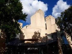 Vista esterna de La Cinémathèque française di Parigi progettato da Frank Gehry