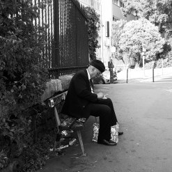 """""""1 cent, 2 cent, 3 cent..."""" Street photography in Paris"""