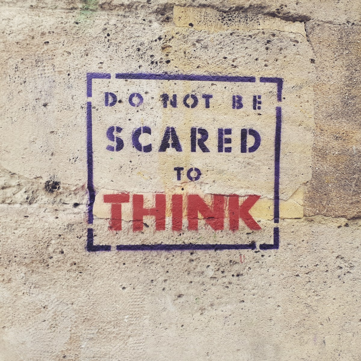 Street art in Montmartre: Do not be scared to think