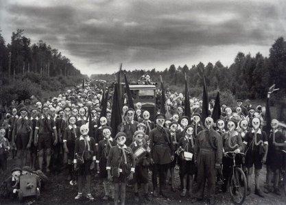 1932 - Bambini si preparano per un potenziale attacco nucleare a Leningrado, URSS