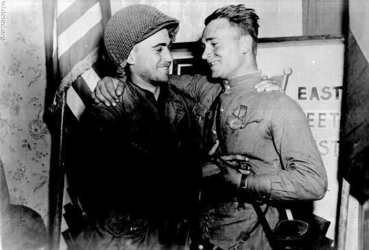 1945 - Soldati statunitensi e sovietici in Germania