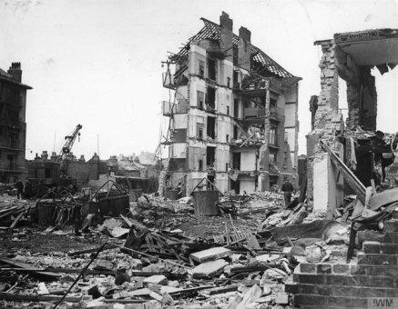 Case distrutte a Londra dopo l'esplosione, l'ultimo razzo tedesco V2, 27 marzo 1945