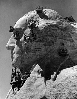Costruzione della sezione George Washington del monumento al Monte Rushmore, 1940