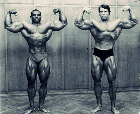 Due leggende del bodybuilding in una foto- Arnold Schwarzenegger e Sergio Oliva