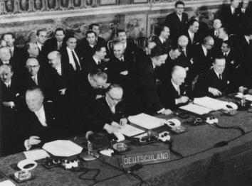Firma del Trattato di Roma del 1957, che darà alla luce l'Unione Europea
