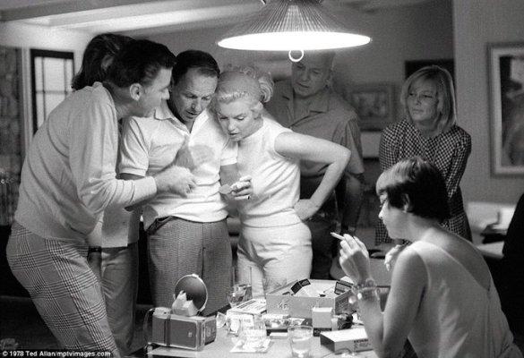 Frank Sinatra, Marilyn Monroe, Peter Lawford, Patricia Kennedy, May Britt e Shirley MacLaine. 1961