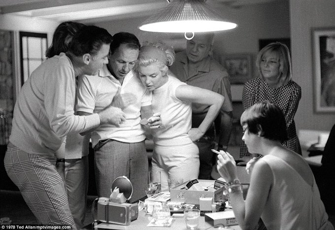 Frank Sinatra, Marilyn Monroe, Peter Lawford, Patricia Kennedy, May Britt e Shirley MacLaine. 1961