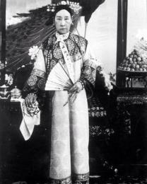 Imperatrice vedova Cixi della Cina. Si schierò coi boxer durante la Ribellione dei Boxer per cercare di liberare l'influenza straniera