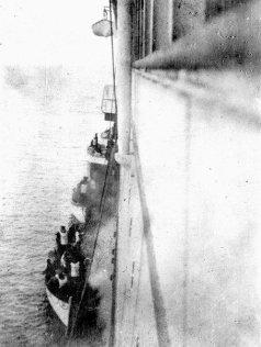 La Carpathia recupera sopravvissuti del Titanic - 15 aprile 1912