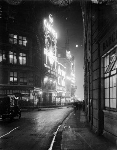 Le luci di Piccadilly Circus, Londra, 1928