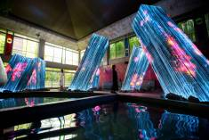 """""""Megaliths in the Bath House Ruins"""" by TeamLab @ Kyushu, Giappone"""