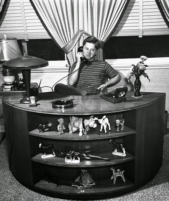 Mickey Rooney al telefono, 1939