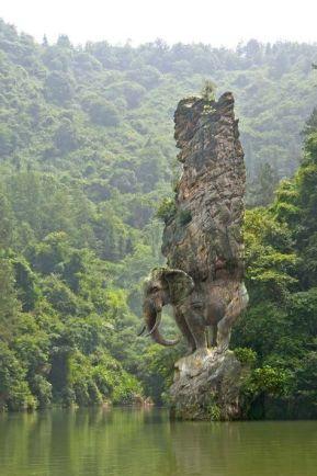 Elefante scolpito nella roccia, India