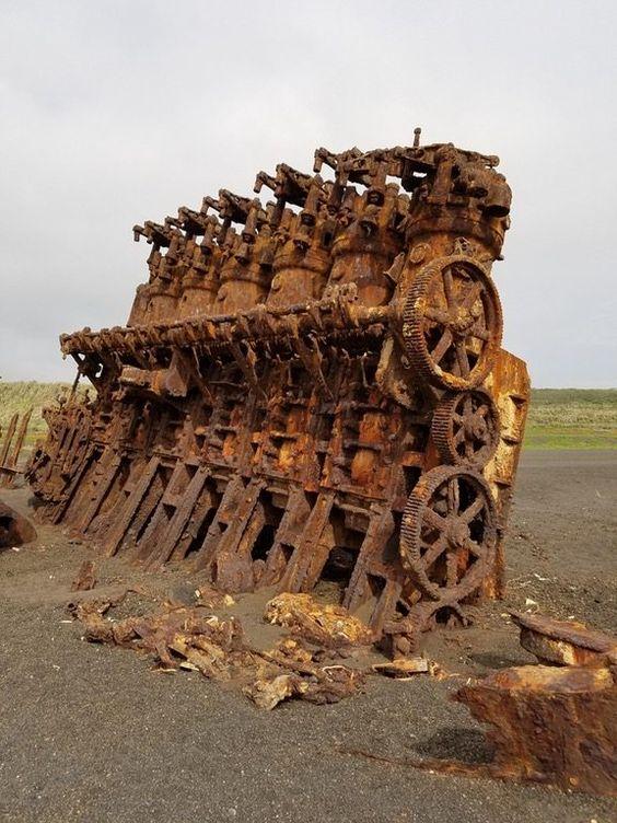 Motore da un vecchio naufragio. Iwo jima island