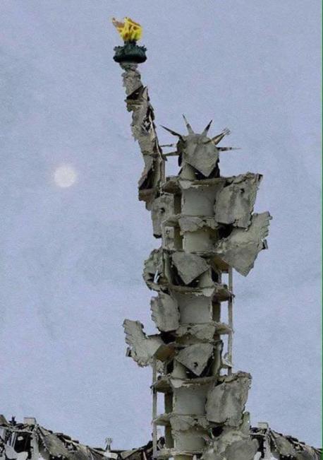 La Statua della Libertà fatta con le macerie dei bombardamenti di Aleppo, dall'artista siriano Tammam Azzam